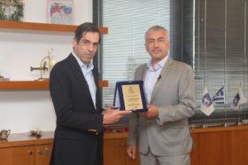 Απονομή Τιμητικής Διάκρισης Διακεκριμένου Ηγέτη στην Ελληνική Ασφαλιστική Αγορά:   Ερρίκος Μ. Μοάτσος, Διευθύνων Σύμβουλος, AXA Ασφαλιστική